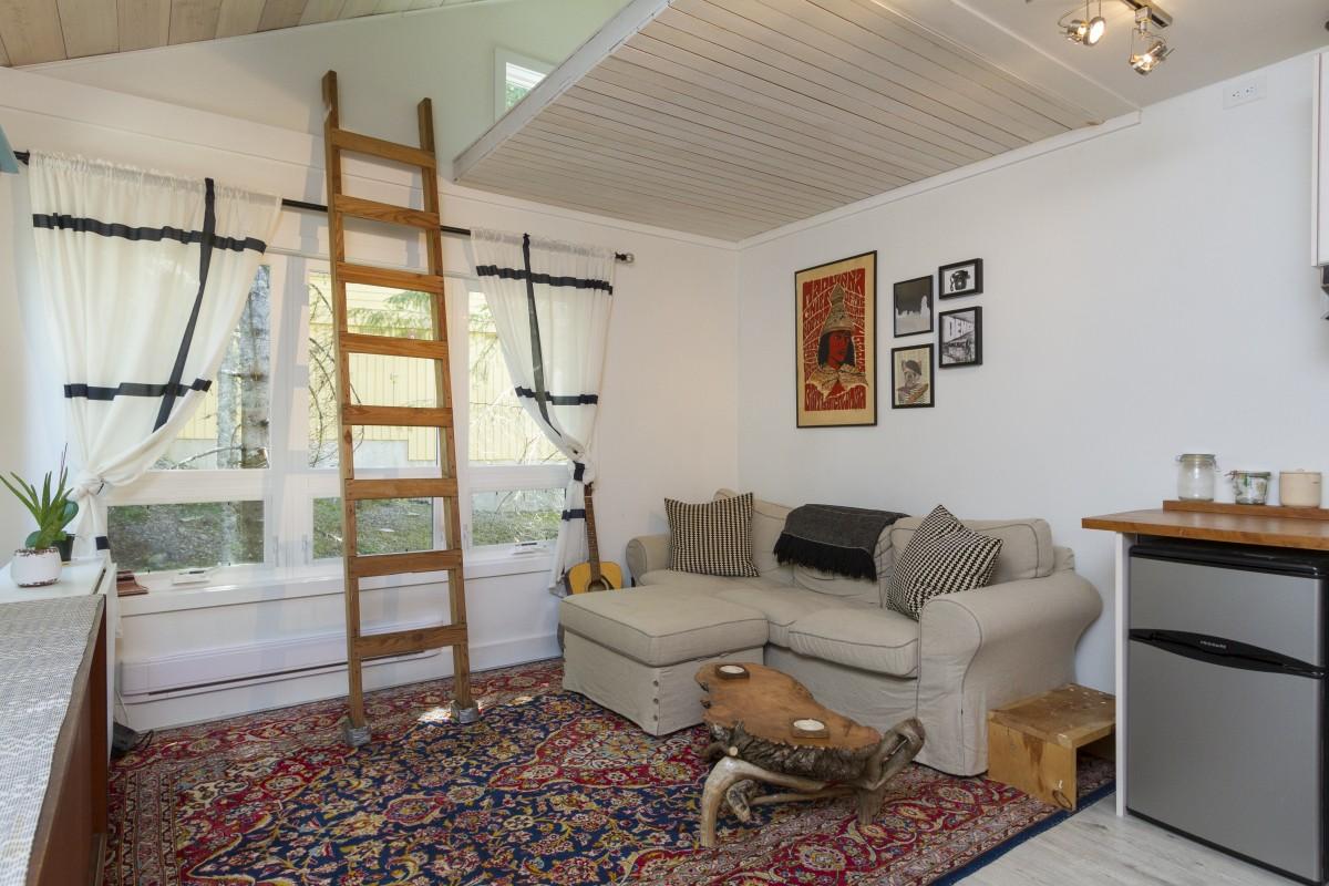 3-2150-Sarajevo-Drive-Living-Room