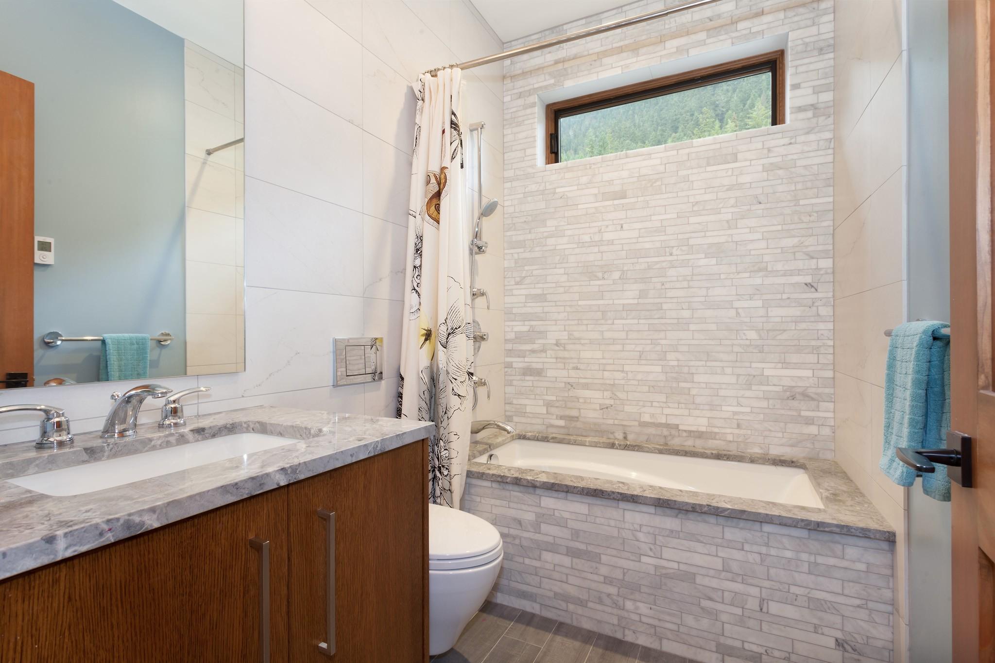 8533 Bath 2