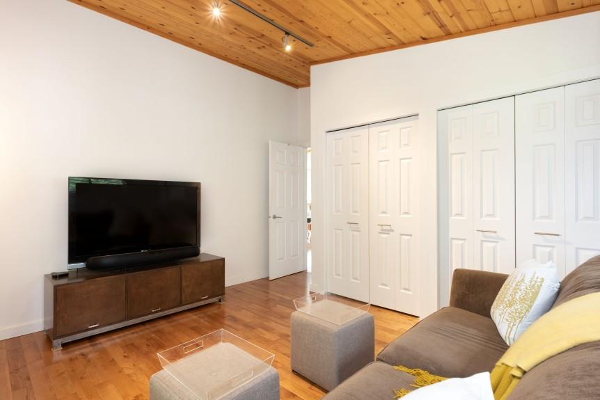 8337 Family room B