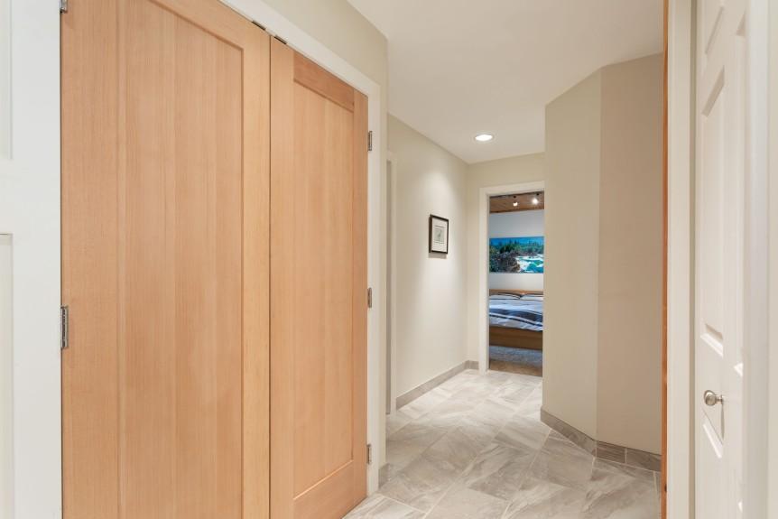 8337 Lower Hallway