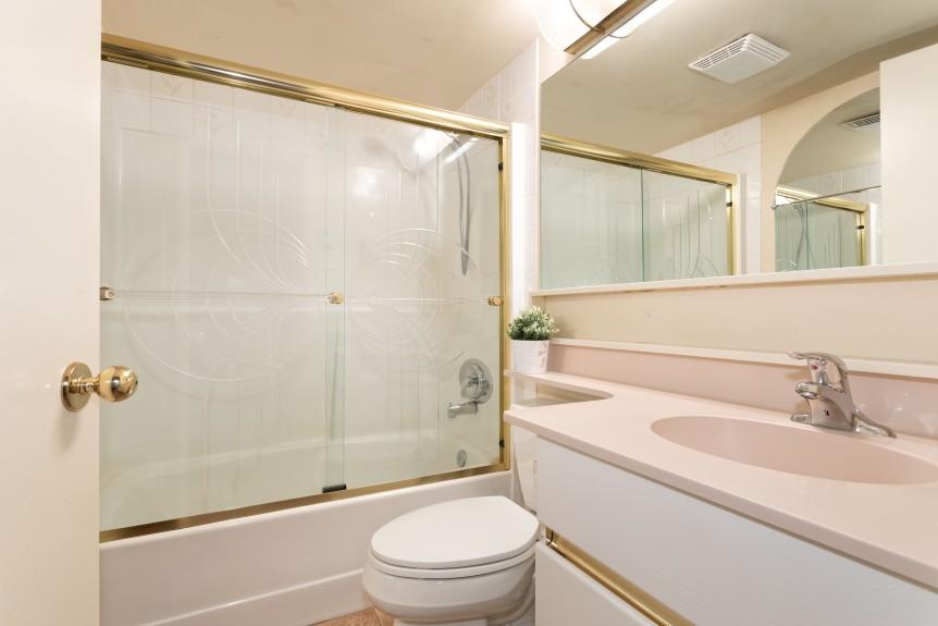 8 Bath 1