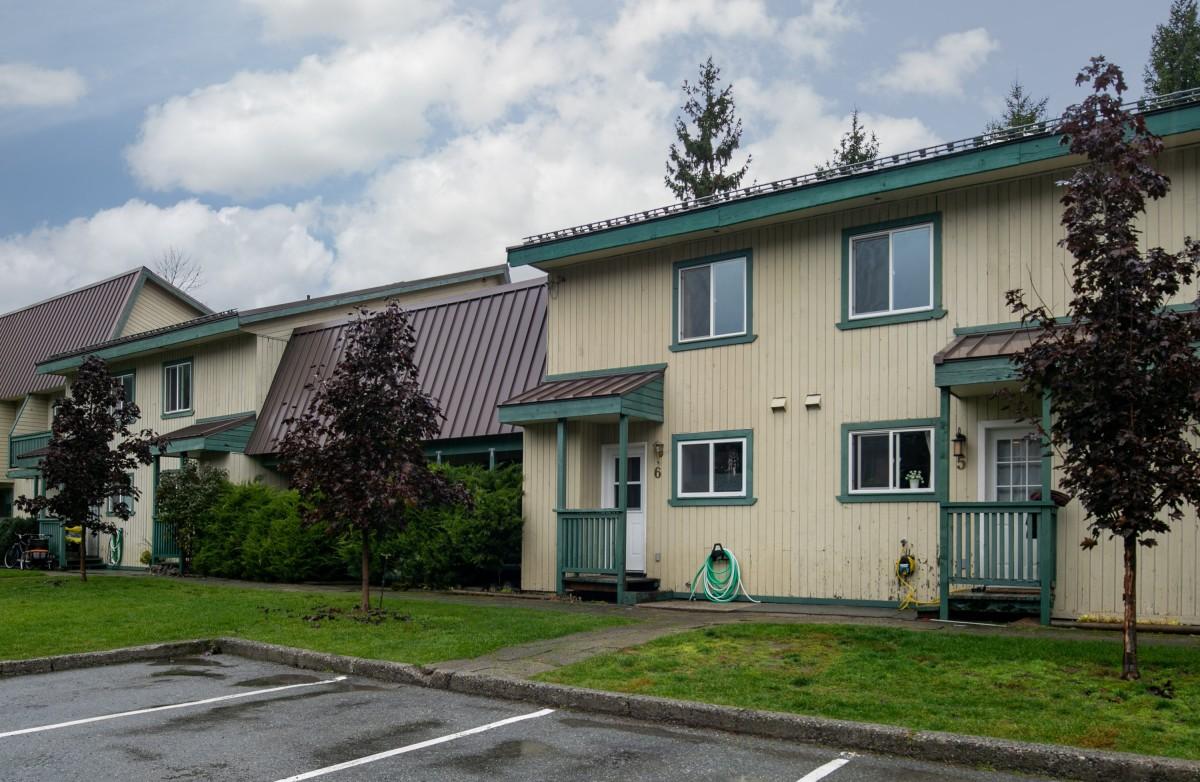 1-6 Mountain View Manor-exterior
