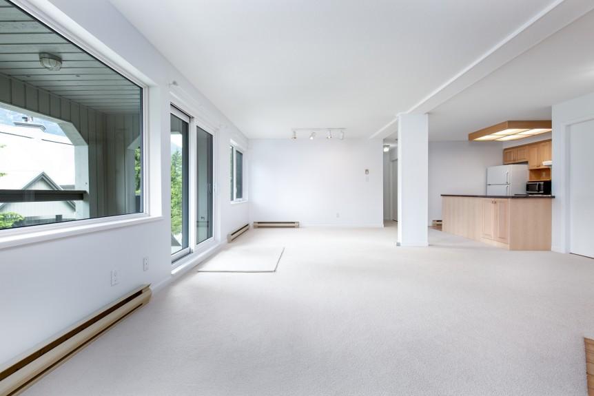 5-46 Snowridge-living area