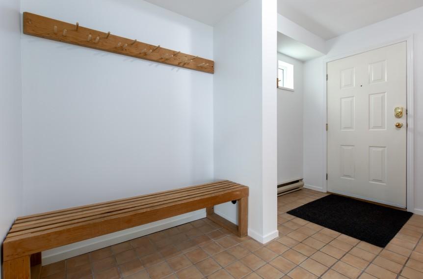 9-46 Snowridge-foyer