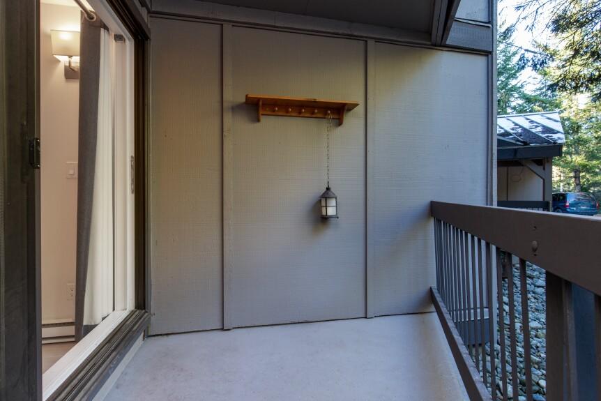 11-103HighlandAnnex-patio
