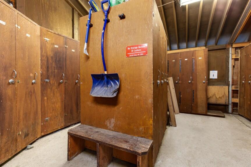 14-103HighlandAnnex-ski storage