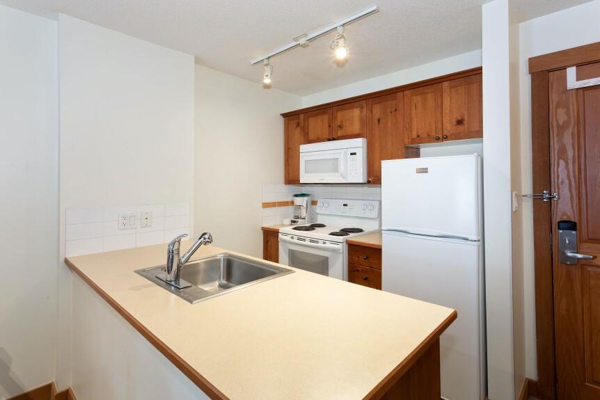 7 L102 Kitchen 1